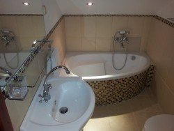 Koupelna se sprchovym koutem - chalupa k pronájmu