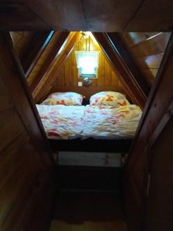 podkrovní ložnička - chata k pronájmu