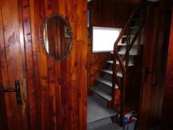 schodiště - chata k pronájmu