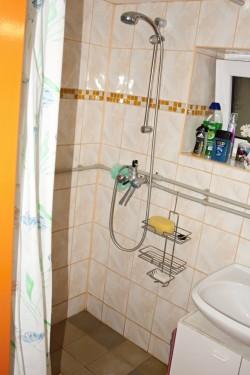 sprchový kout - chata k pronájmu