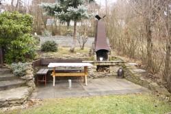 venkovní posezení u grilu - chata k pronájmu