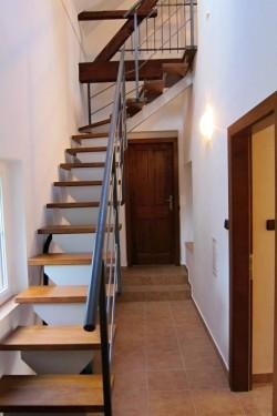 schodiště - chalupa k pronájmu