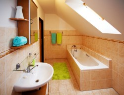 koupelna v 1. patře - chalupa k pronájmu