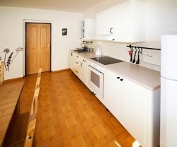 obývák s kuchyní - chalupa k pronájmu