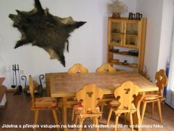 Pohled do jídelny - chata k pronájmu