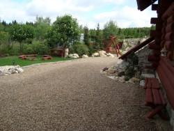 Pohled do zahrady - chata k pronájmu