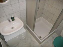 sprcha - chalupa k pronájmu