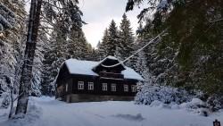 exteriér zima - chalupa k pronájmu