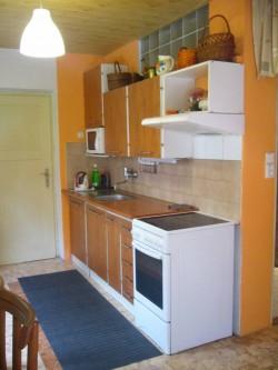 kuchyň přízemí - chalupa k pronájmu