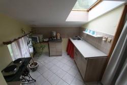 kuchyňka 1 patro - chalupa k pronájmu