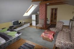 obývací ložnice  - chalupa k pronájmu