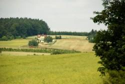 Chata - venkovní pohled z dálky - chata k pronájmu